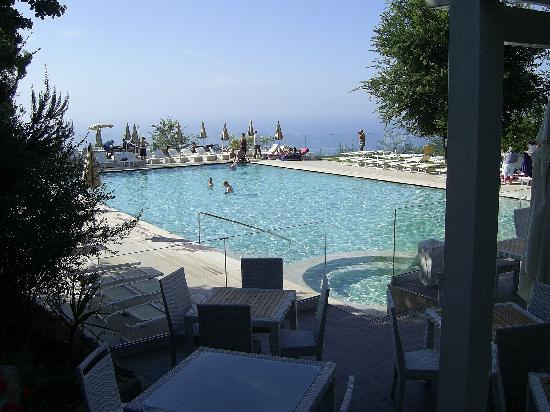 Grand Hotel Nastro Azzurro & Occhio Marino Resort: Pool and terrace