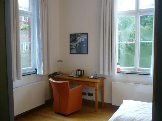 Das Mutterhaus Hotel & Tagungszentrum: Einzelzimmer - Schreibtisch