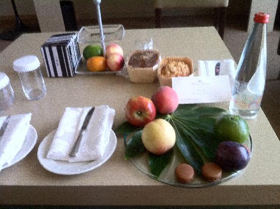 Dan Tel Aviv Hotel: Executive Sea View Suite Daily Food Ration