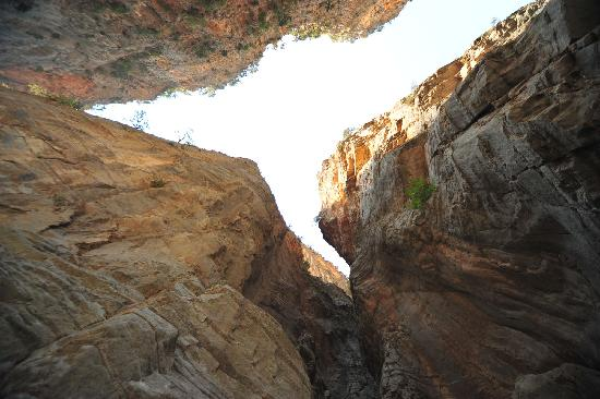 Sfakia, Griechenland: Samaria Gorge, looking up at the smaller part