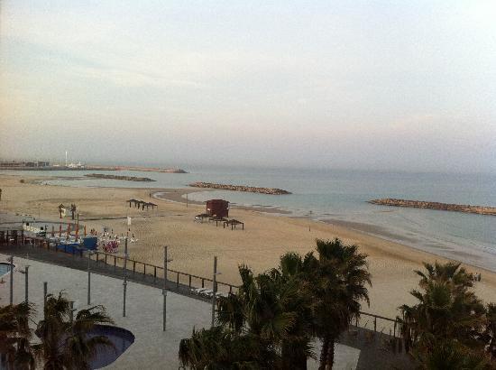 Daniel Herzliya Hotel: beach view