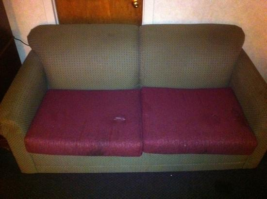 Quality Inn: rotten couch