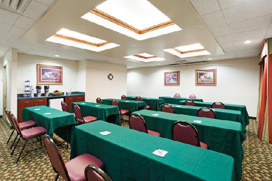 Holiday Inn Express Louisville Northeast : Meeting Room