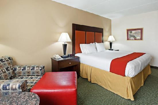 Holiday Inn Express Louisville Northeast : King Room