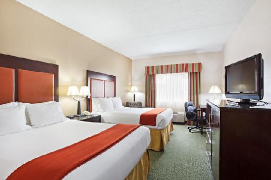 Holiday Inn Express Louisville Northeast : 2 Queen Beds