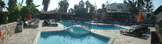 Diamond Boutique Hotel : A dip in the pool !! before lunch