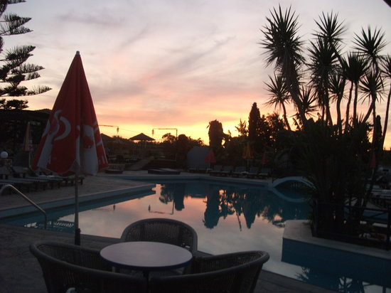 Diamond Boutique Hotel : Sunset over the pool