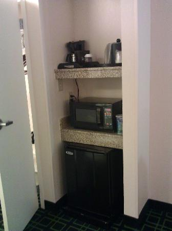 Fairfield Inn & Suites Anniston Oxford: Fridge Microwave Area