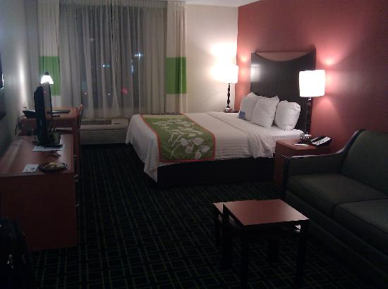 Fairfield Inn & Suites Anniston Oxford: Room from the Door