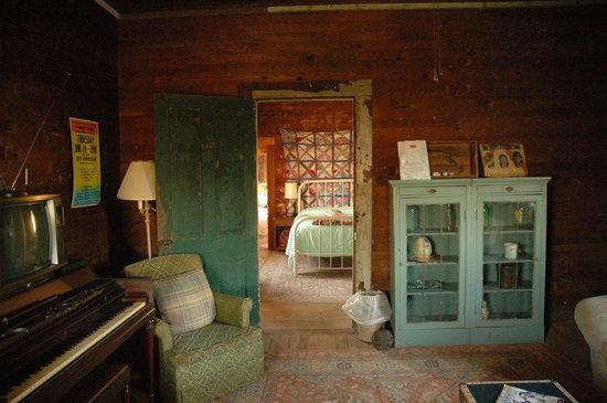 Tallahatchie Flats: Inside Tushogs