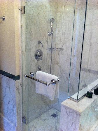 Four Seasons Hotel Firenze: shower
