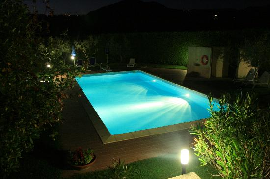 La bella piscina by night picture of masseria santa - Lucia la piedra piscina ...