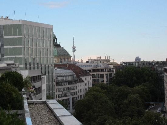 Motel One Muenchen-Sendl. Tor: View of Olympiaturm from terrace