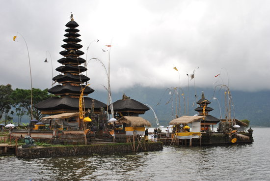 Tabanan, Endonezya: Temple on the lake