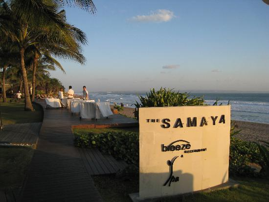 The Samaya Bali Seminyak: Coucher de soleil à Breeze restaurant, le restaurant de l'hotel