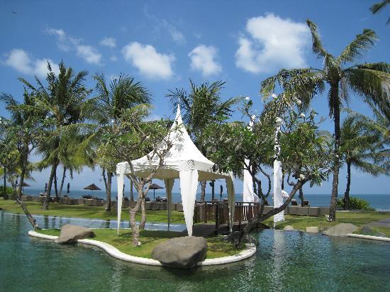 The Samaya Bali Seminyak: Piscine de l'hotel en front de mer