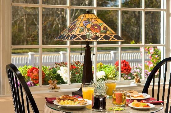 Foxberry Inn: Breakfast in the Morning