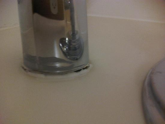"""Ramada Plaza Northglenn/Denver North: """"Repaired"""" tub spigot"""