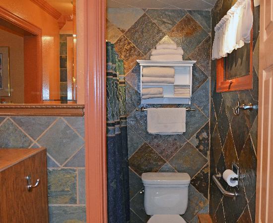 Columbine Inn: COLUMBINE INN BATH