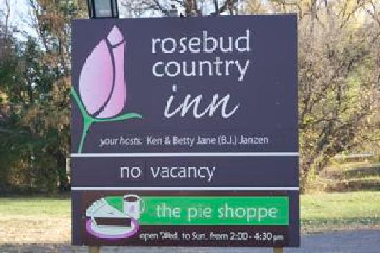 Rosebud Country Inn: Inn sign