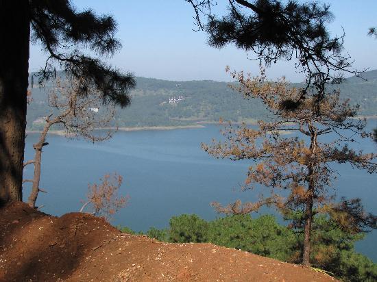 Umiam Lake: the Lake