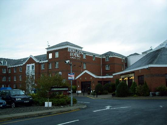 Maldron Hotel Newlands Cross: Main entrance & outside of hotel