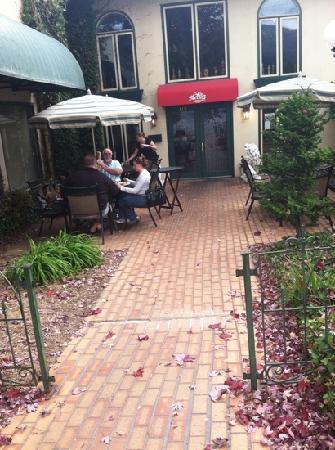 Bocelli's Italian Eatery : patio
