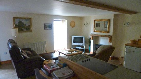 Cotterill Farm Holiday Cottages: Milk Parlour Lounge Area