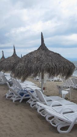 Royal Decameron Complex: palapas on the beach