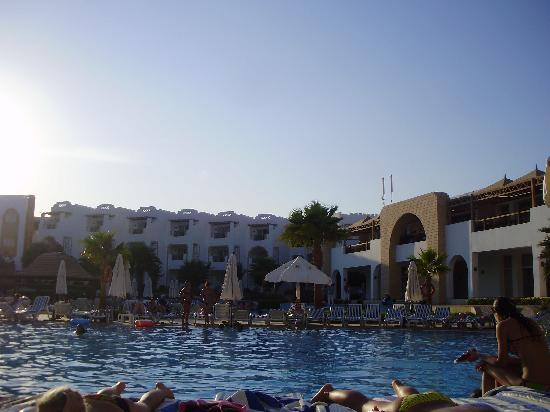 Tiran Island Hotel: View from our room of the pool