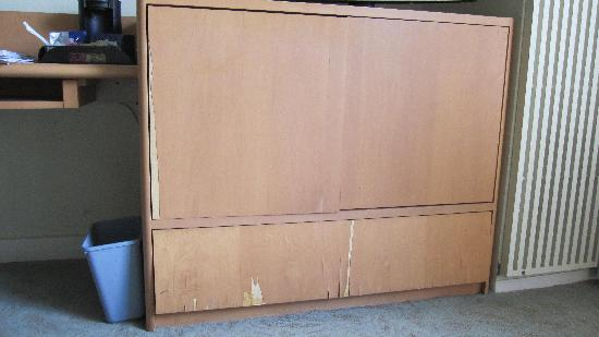 HNA Palisades Premier Conference Center: Front of dresser drawers - wide-view