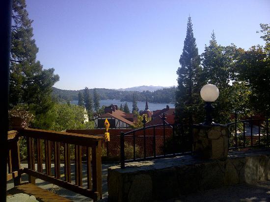 Arrowhead Lake Inn: View of Lake Arrowhead from the breakfast patio