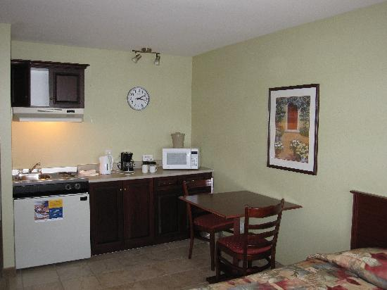 Extended Stay Canada - St. John's - Downtown : Kitchenette and dining table