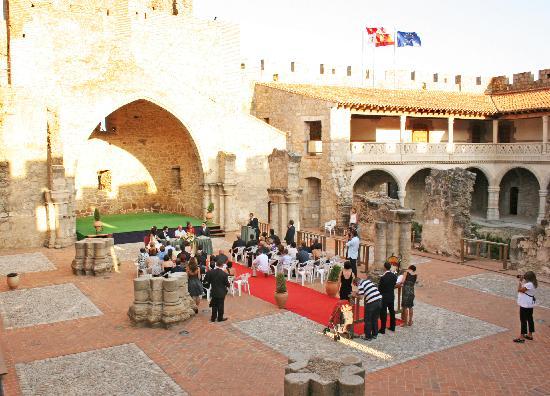casase en un castillo: fotografía de Paraiso Del Tietar, La Adrada ...