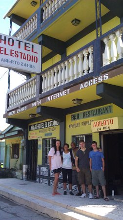 Hotel El Estadio: Hotel's entrance with Guest from Ireland & Denmar