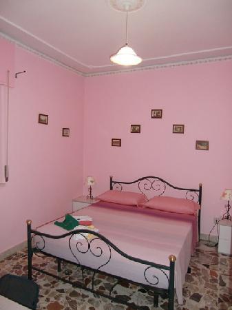 Da Concettina: la nostra camera da letto x due notti...;-)