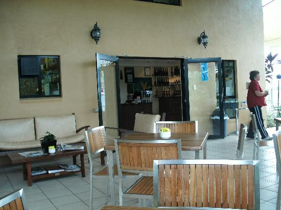Jaques Coffee Plantation: entrance to shop