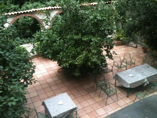 Hotel Cavour: Outside area