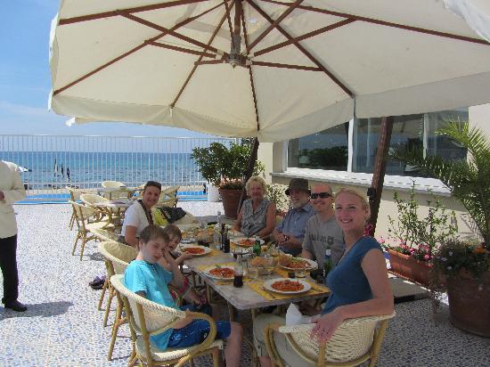 Saline Hotel : lunch in the sun