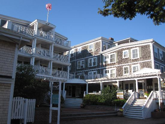 Vineyard Square Hotel & Suites: Front of hotel