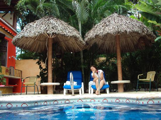 Casa Candiles Inn: Sitting by the pool