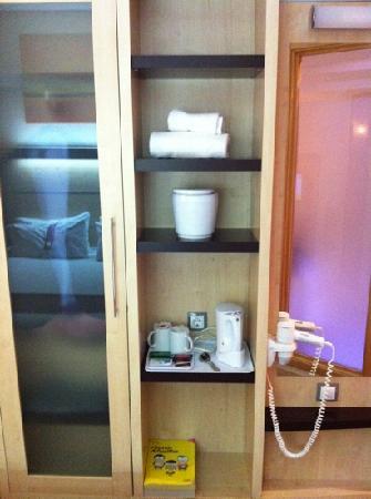 B&B Hotel Madrid Airport T1 T2 T3 : habitación
