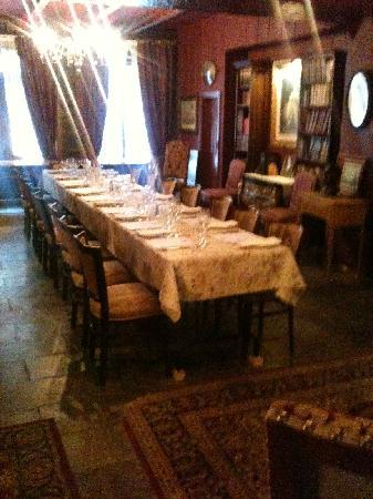La Maison Pierre du Calvet: set dining table Pierre Du Calvet