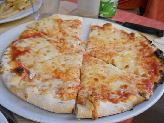 Aux Deux Anges : Kids pizza as part of kids set menu €9.80