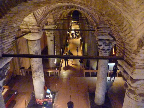 Cisterna Basilica (Versunkener Palast): veduta della cisterna dall'entrata