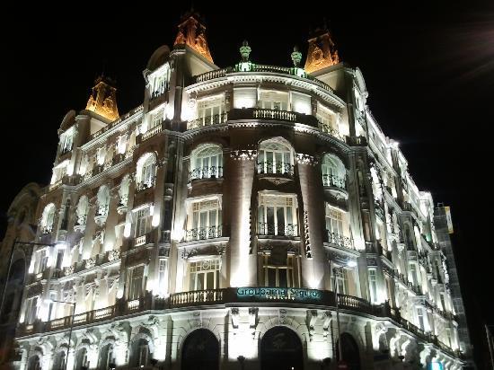 Edificio en la carrera de sna jeronimo fotograf a de for Edificio de la comunidad de madrid