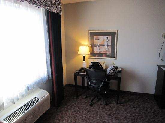 Holiday Inn Express Hotel & Suites Fort Stockton: AC, window and desk