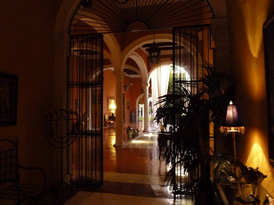Hotel Hacienda VIP : Entrance and first patio