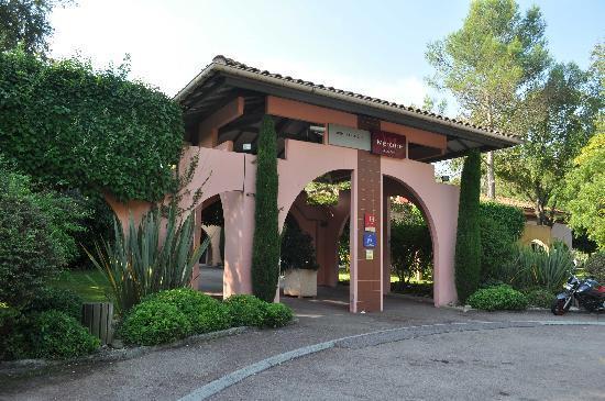 Hôtel Mercure Antibes Sophia Antipolis : Entrée de l'hôtel