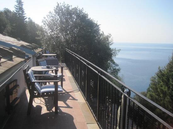 L'Eremo sul Mare:                   Top floor patio
